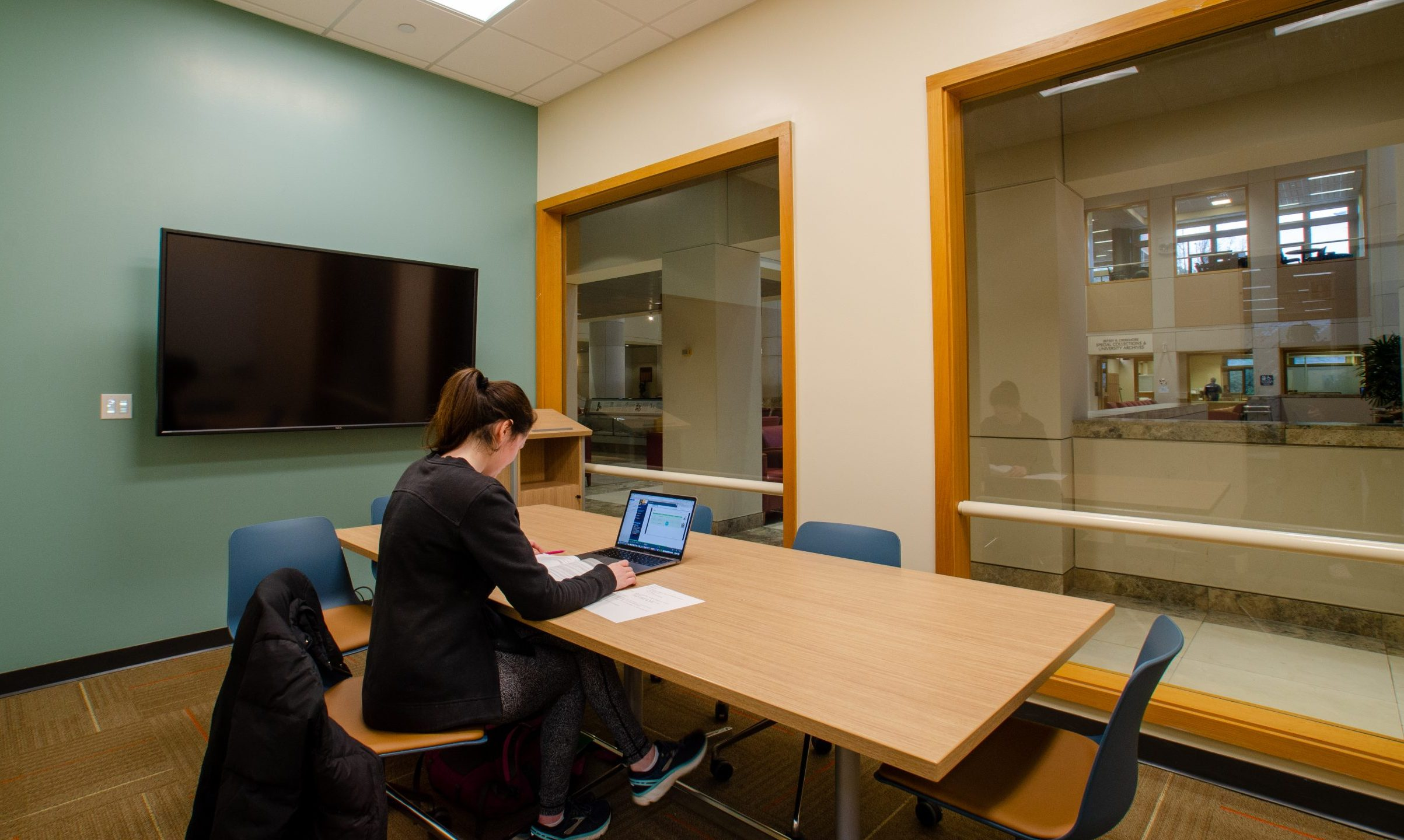 Graduate Commons Study Rooms - large hodges library university of tennessee