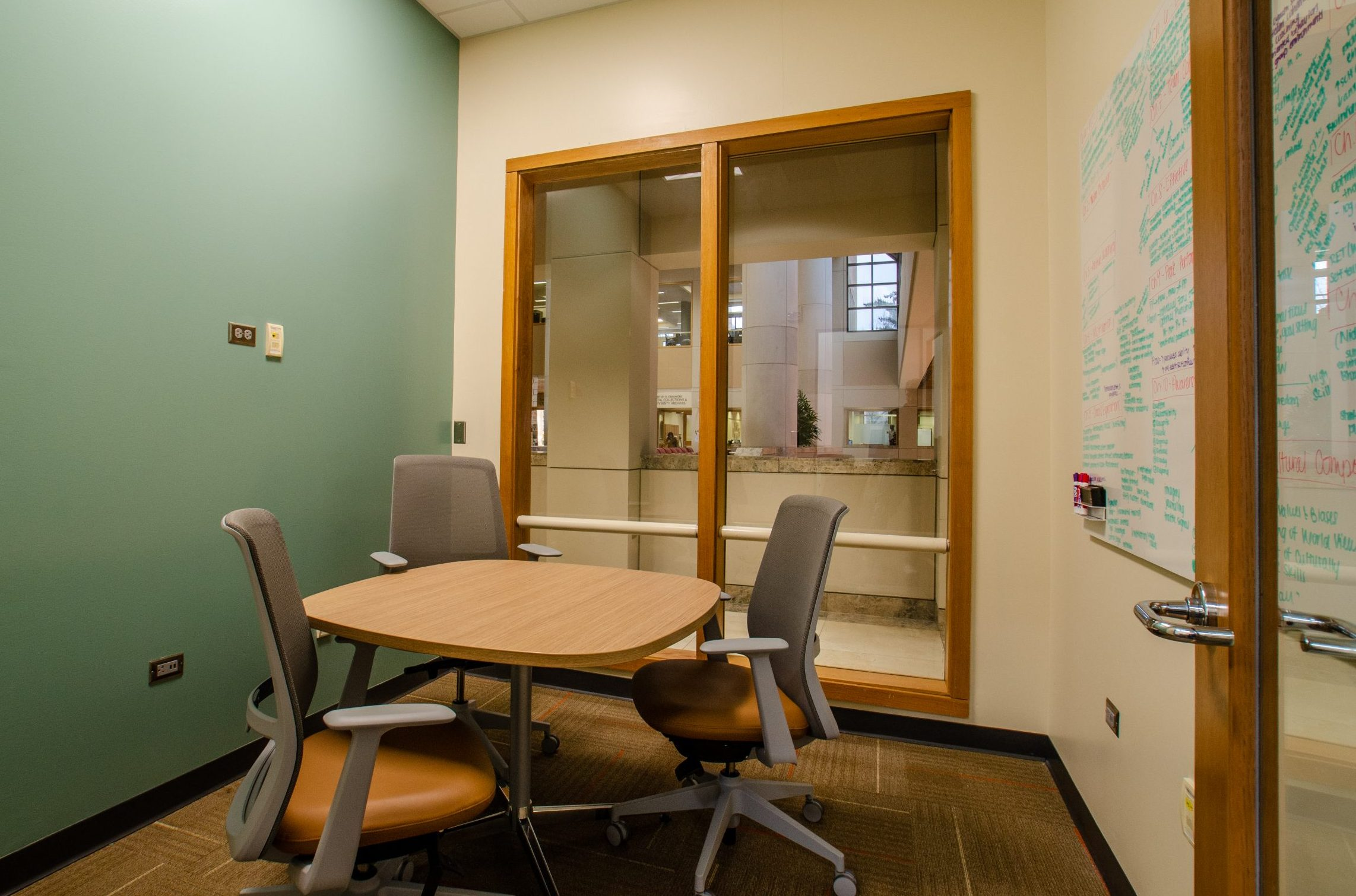 Graduate Commons Study Rooms - Small hodges library university of tennessee