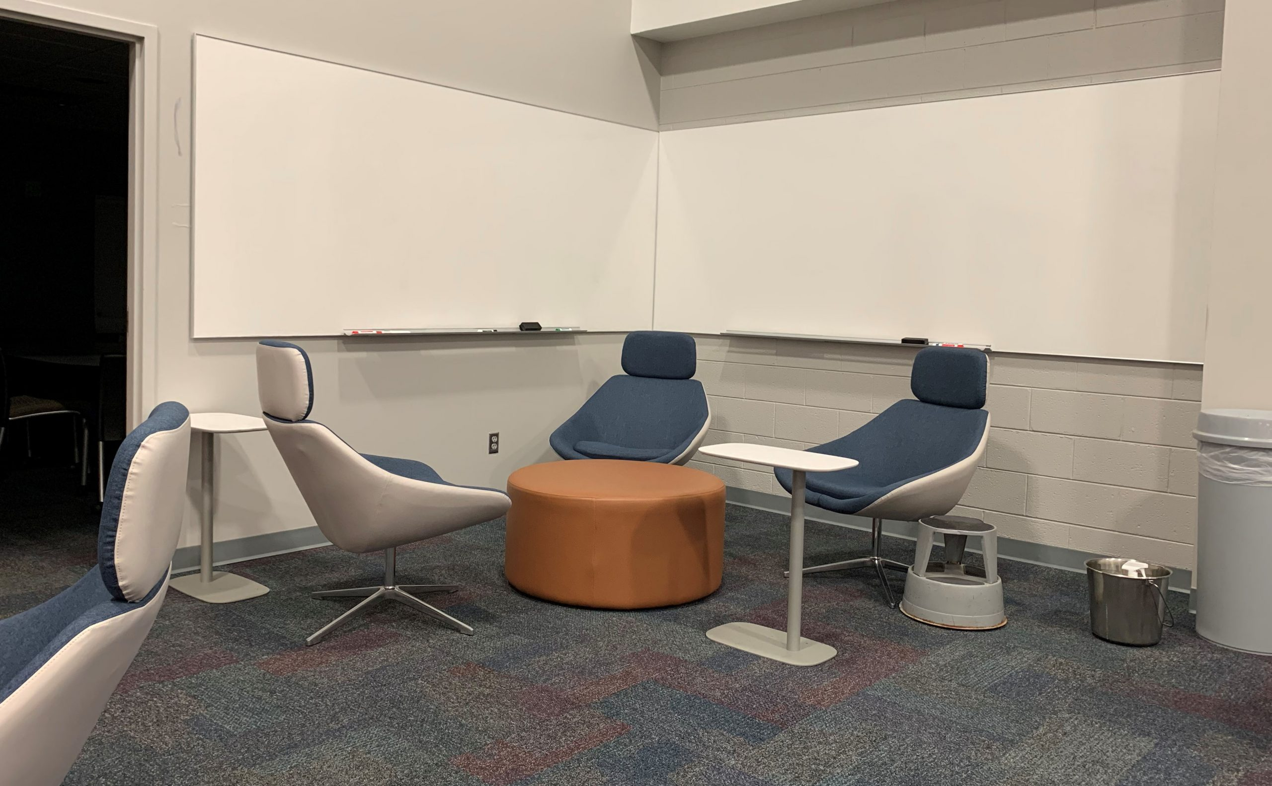 group seating area at pendergrass library university of tennessee