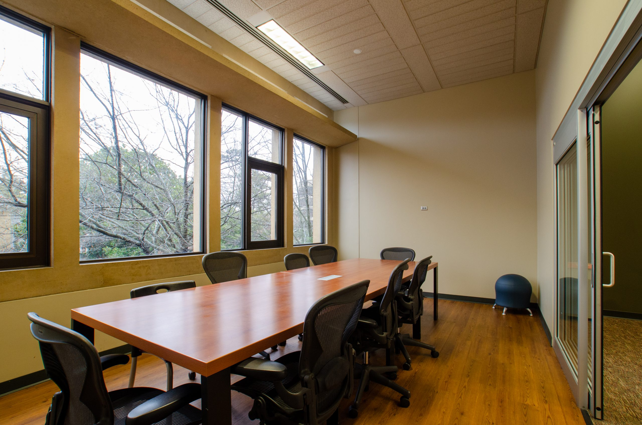large group study room in the commons of hodges library
